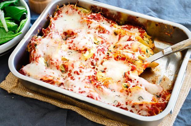 Glass Casserole Dish with Chicken Ricotta Stuffed Shells